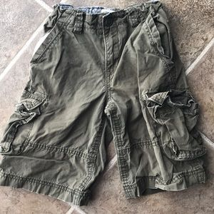Children's place green cargo shorts size 6
